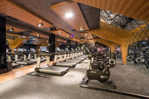 The fitness center and/or fitness facilities at Capital City Center Apart Residence