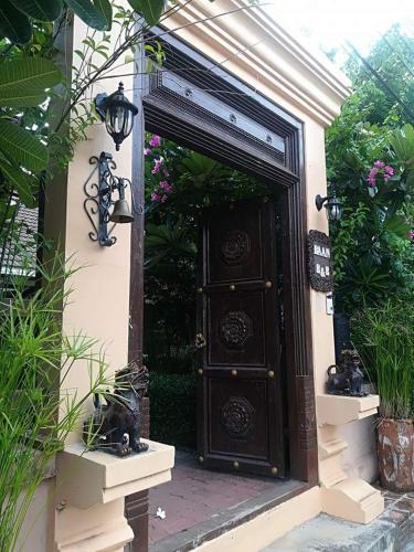 The facade or entrance of Baan B&B Sukhothai