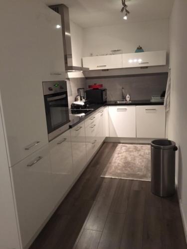 Kitchen o kitchenette sa Luxury appartment 96m2 - 10mins from city center