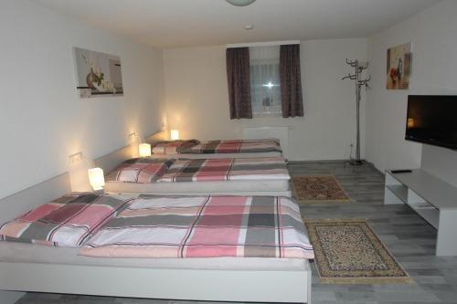 Ein Bett oder Betten in einem Zimmer der Unterkunft Gästehaus Daniela