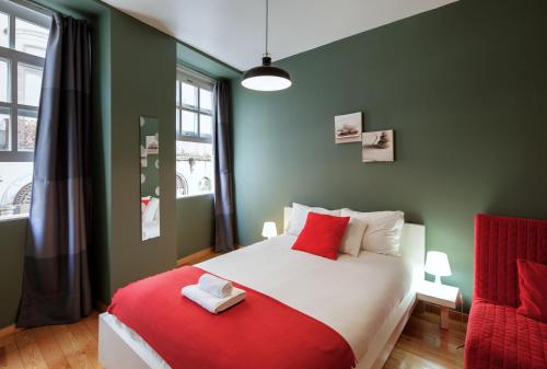 A bed or beds in a room at Aparthotel Oporto Entreparedes