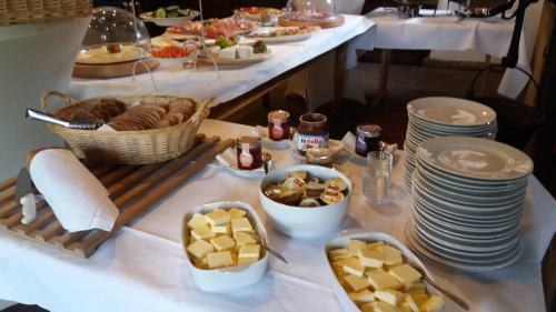 Breakfast options available to guests at Göcke's Haus und Garten - Remise