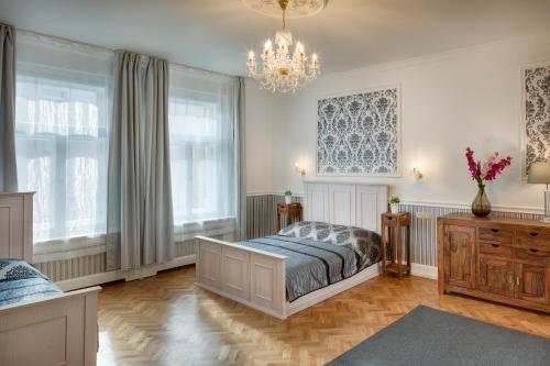 Ένα ή περισσότερα κρεβάτια σε δωμάτιο στο Veleslavinova Apartment