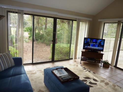 A television and/or entertainment centre at Seapines 600 Wildwood Spa Villas