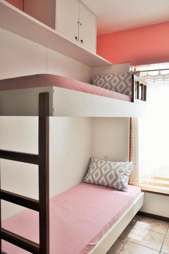 Tempat tidur susun dalam kamar di Hostel 325