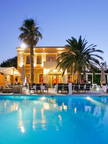 Het zwembad bij of vlak bij Grecian Castle Chios