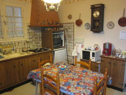 A kitchen or kitchenette at BORD' ADOUR