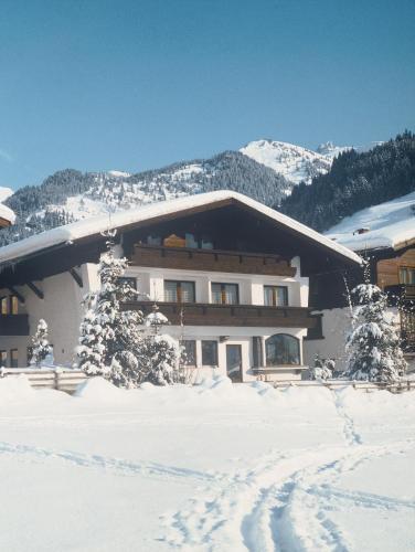 Haus Alpina by Châtel Reizen im Winter