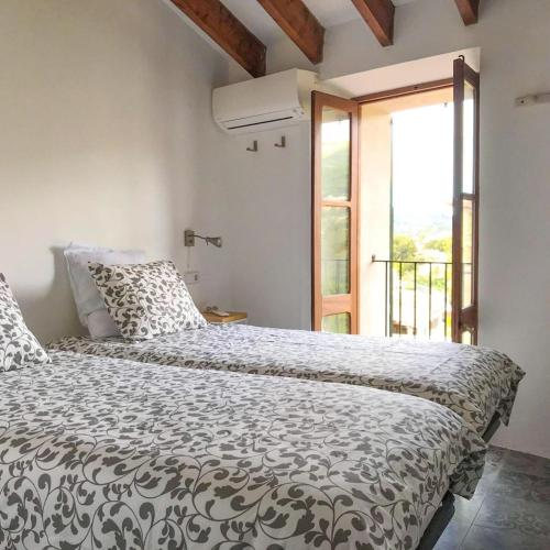 A bed or beds in a room at La Luna