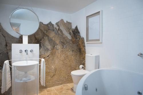A bathroom at Lugares Com História
