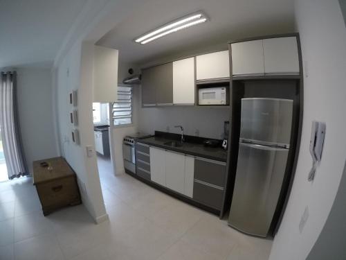 Una cocina o zona de cocina en BRUMAS DE JURERE 2 DORMITÓRIOS