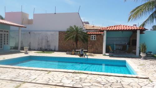 The swimming pool at or near Casa de luxo da Nane