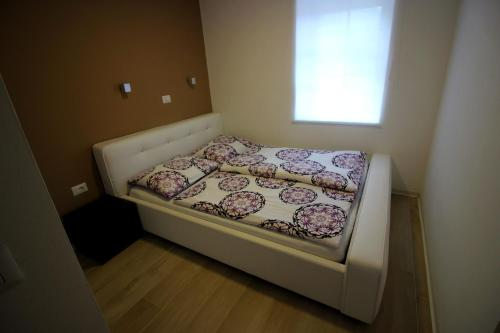 A bed or beds in a room at Apartments Pri Jakobu