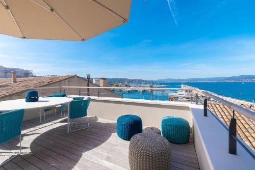 A balcony or terrace at La maison du Portalet