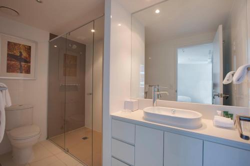 A bathroom at Hilton Surfers Paradise Residences