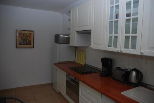 A kitchen or kitchenette at Ferienwohnung Grünes Herz
