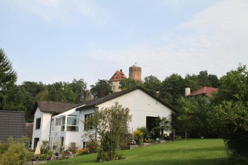 Apartment mit Burgblick im Grünen, Familie Held