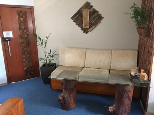 A seating area at Apto Aconchegante no Litoral de SC
