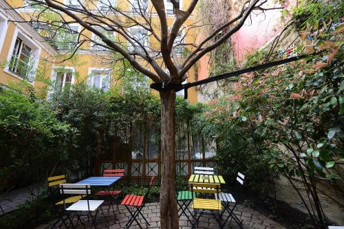 A view of the pool at Les Patios du Marais 1 or nearby