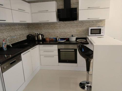 Кухня или мини-кухня в Best Home 20 Kleopatra