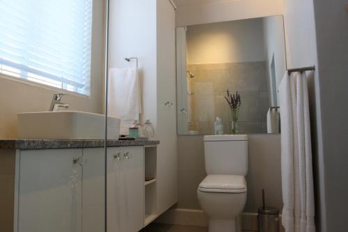 A bathroom at The Black Oystercatcher