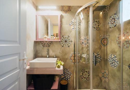 A bathroom at Filoxenes Katoikies
