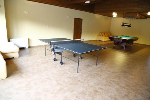 Съоражения за тенис на маса в Вила Велена или наблизо