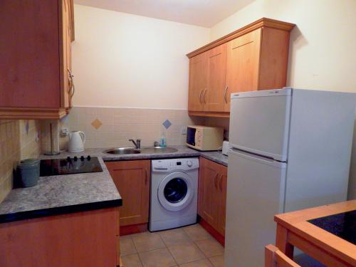 A kitchen or kitchenette at Beal na Mara Ballyshannon Apartments