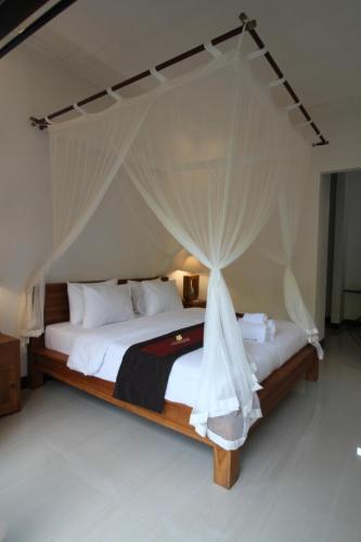 Un ou plusieurs lits dans un hébergement de l'établissement Tabuana Villa Ubud