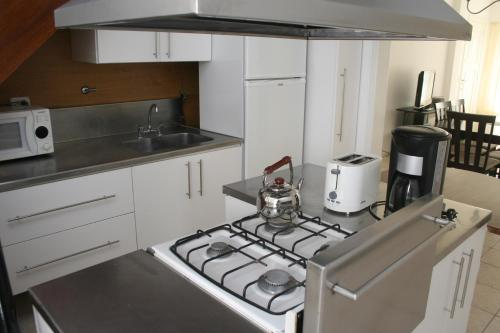 A kitchen or kitchenette at Chalet Barrio Los Troncos
