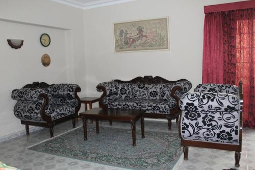 A seating area at Apartment Close to Cairo Airport