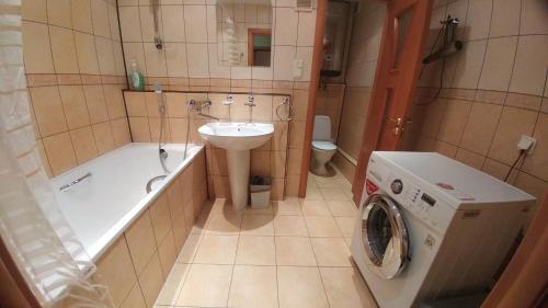 A bathroom at Apartament D&T