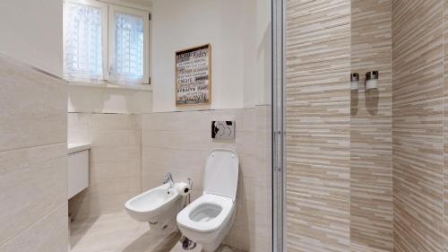 A bathroom at Duomo Luxury Apartment