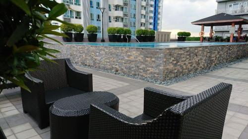 The swimming pool at or near Mezza 2 Residences