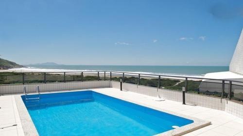 Piscina en o cerca de Lindo apartamento de cobertura de frente para o mar com piscina privativa!