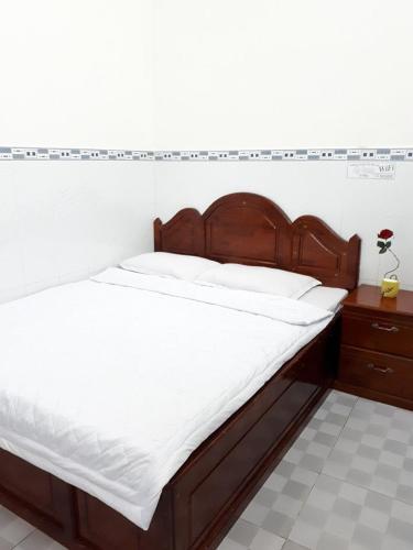 Giường trong phòng chung tại Anh Thu Hotel