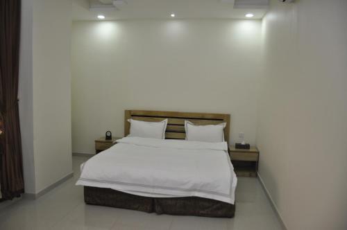 A bed or beds in a room at Dar Al Ward - Alrawda