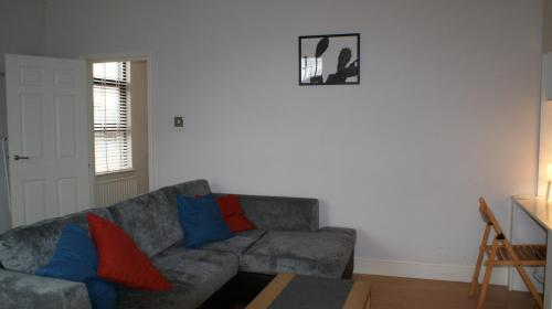 A seating area at 2 Bed Flat in Wimbledon