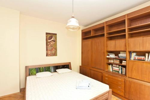 A bed or beds in a room at 1BD Perfect Location