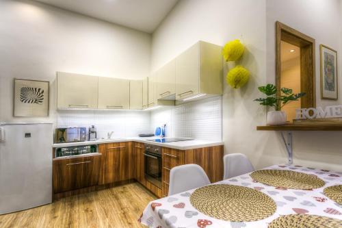 Kuchyňa alebo kuchynka v ubytovaní Splendid Central Home