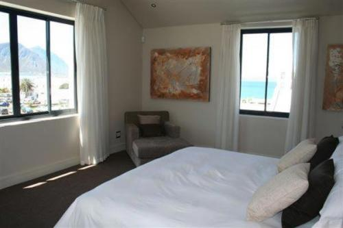 A bed or beds in a room at Marine Square Luxury Holiday Suites