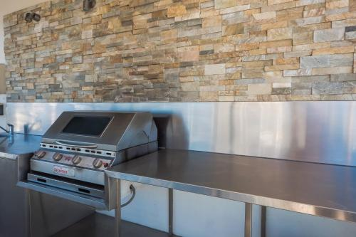 A kitchen or kitchenette at Beachfront Viscount