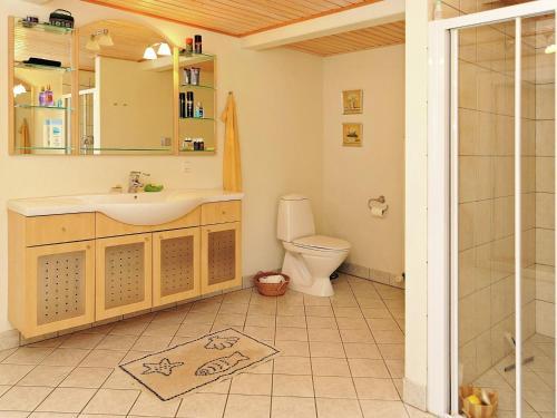 A bathroom at Three-Bedroom Holiday home in Ærøskøbing 4