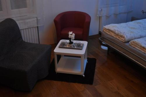 A seating area at Apartments Home1 Zagreb