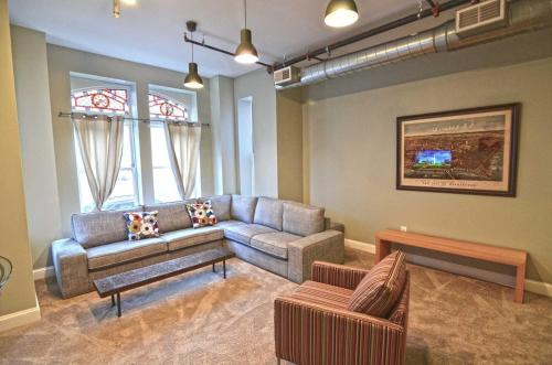 A seating area at 1123 Northwest Apartment #1052 Apts