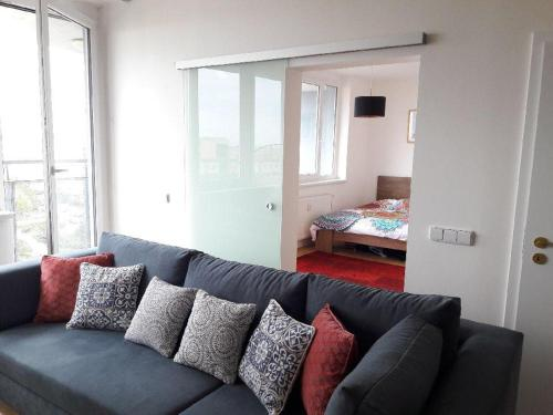 Гостиная зона в Bright Apartment with Terrace