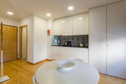 Een keuken of kitchenette bij Oporto Local Studios