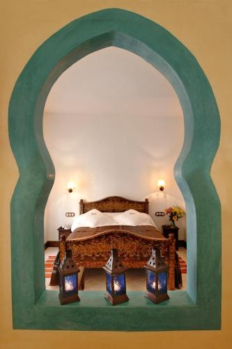A bed or beds in a room at Alcoba del Rey de Sevilla