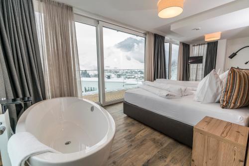 Ein Badezimmer in der Unterkunft Adler Resort