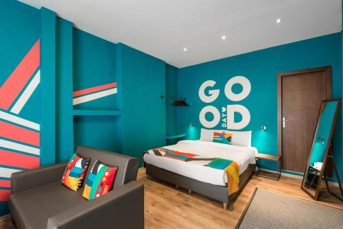 A bed or beds in a room at Colors Thessaloniki Living